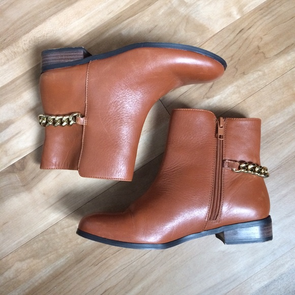 Renvy Shoes - ⭐️ RENVY Riley Short Boot w/ Gold Chain in Cognac